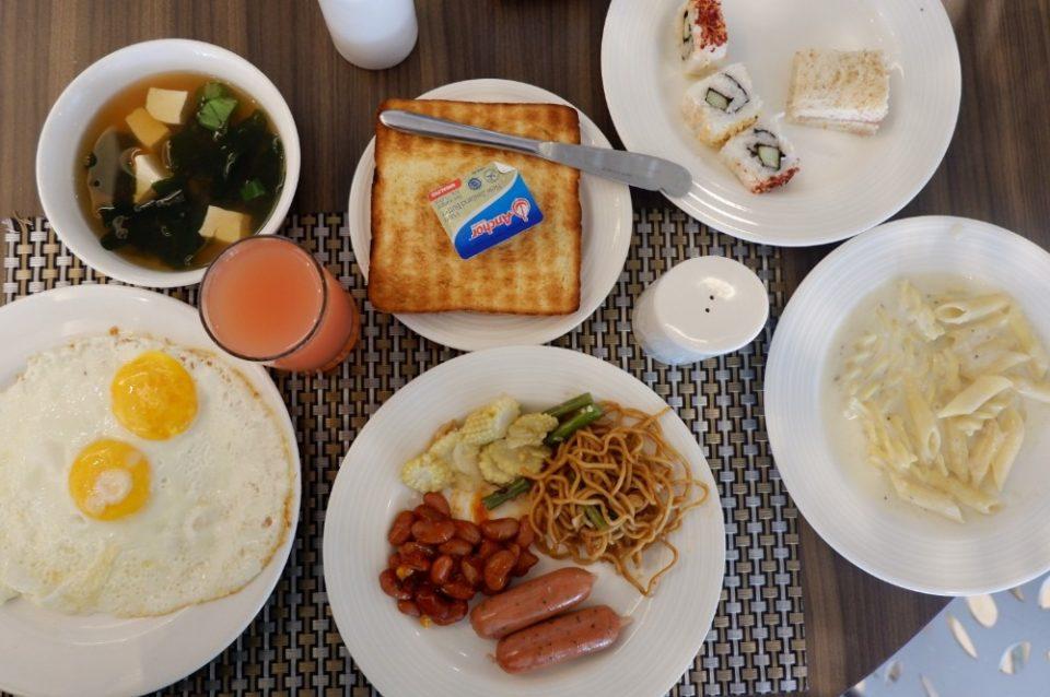 Breakfast Hotel Grand Tjokro Bandung